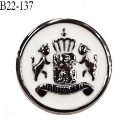Bouton 22 mm pvc couleur chrome et naturel motif style blason accroche avec un anneau épaisseur 2.5 mm prix à la pièce