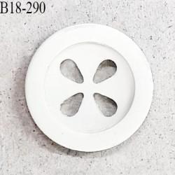 Bouton 18 mm en pvc couleur naturel 4 trous diamètre 18 mm épaisseur 3.8 mm prix à la pièce