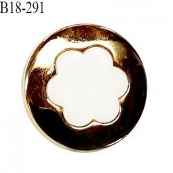 Bouton 18 mm en pvc couleur blanc sur socle couleur or accroche avec un anneau diamètre 18 mm prix à l'unité