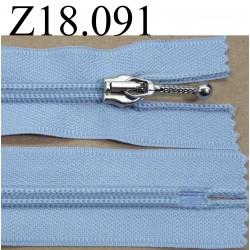 fermeture  éclair  longueur 18 cm couleur  bleu clair non séparable zip nylon largeur 3,2 cm largeur du zip 6 mm curseur métal