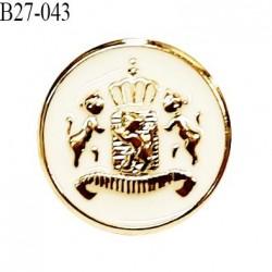 Bouton 27 mm pvc couleur doré et naturel motif style blason accroche avec un anneau diamètre 27 mm prix à la pièce