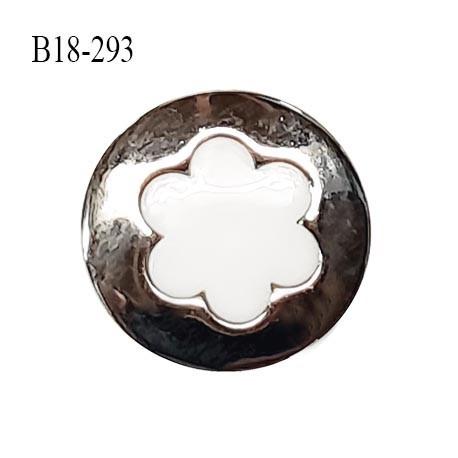Bouton 18 mm en pvc couleur blanc sur socle couleur chrome accroche avec un anneau diamètre 18 mm prix à l'unité