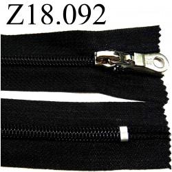 fermeture  éclair  longueur 18 cm couleur noir non séparable zip nylon largeur 3,2 cm largeur du zip 6 mm curseur métal