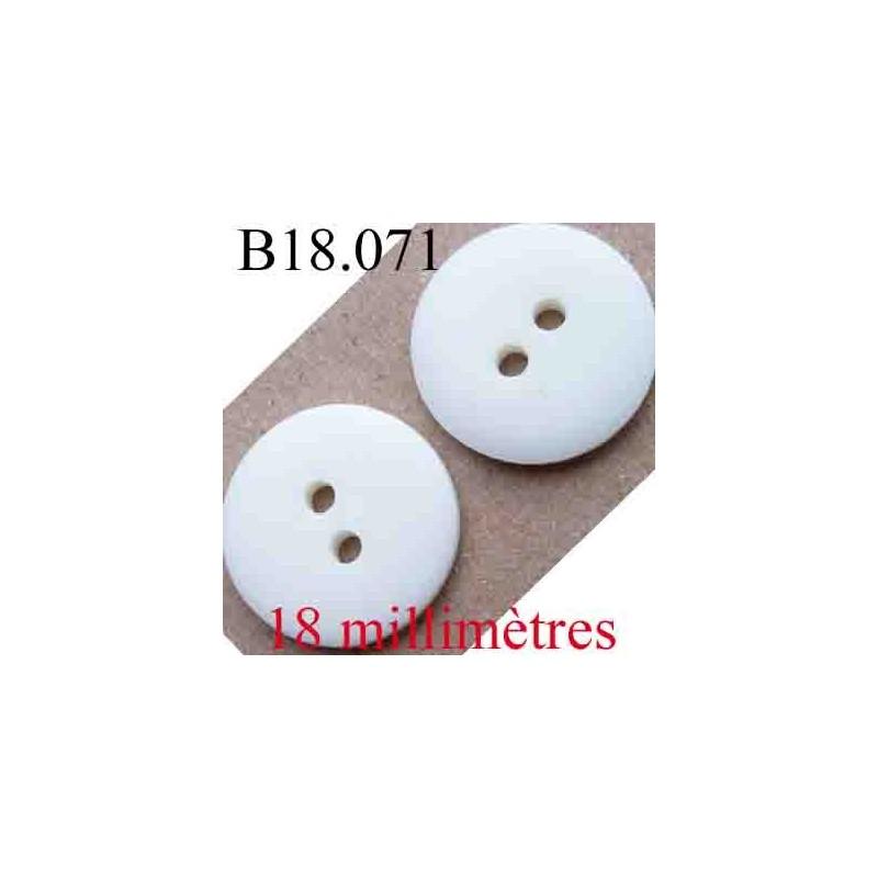 bouton 18 mm couleur blanc cass mat 2 trous diam tre 18 mm mercerie extra. Black Bedroom Furniture Sets. Home Design Ideas