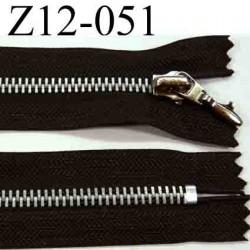 fermeture éclair longueur 12 cm couleur marron non séparable zip métal  largeur 3,1 cm largeur du zip 6 mm