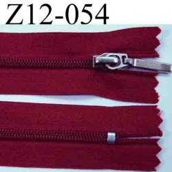 fermeture éclair 12 cm couleur rouge bordeau non séparable largeur 2.5 cm glissière nylon largeur glissière 4,2 mm curseur métal