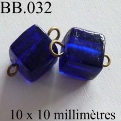 perle cube biche de bere en verre monté hauteur 10 mm largeur 10 mm couleur bleu vendu a la pièce