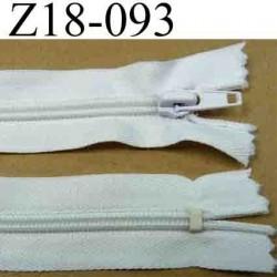 fermeture éclair longueur 18 cm couleur blanc non séparable zip nylon largeur 3 cm largeur de la glissière zip 6 mm
