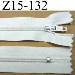 fermeture éclair longueur 15 cm couleur blanc non séparable largeur 2.5 cm zip nylon largeur du zip 4 mm