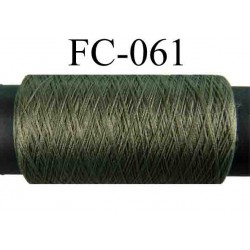 bobine de fil polyester couleur vert kaki longueur 200 mètres largeur de la bobine 5.5 cm diamètre 2.5 cm