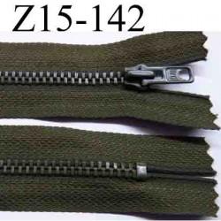 fermeture éclair longueur 15 cm couleur vert kaki  non séparable largeur 2.6 cm glissière métal  largeur 4 mm