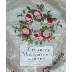 alphabets monogrammes et motifs à broder au passé plat livre Flammarion