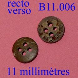 bouton 11 mm couleur marbré marron façon bois 4 trous