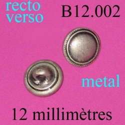 bouton 12 mm neuf mais assez ancien attache avec anneau au dos trace de vert de gris au dos diàmètre 12 millimètres