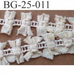 biais galon ruban largeur 25 mm avec des petits noeuds couleur écru 100 % coton  le mètre