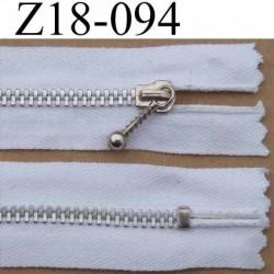fermeture éclair longueur 18 cm couleur blanc non séparable largeur 2.5 cm largeur de la glissière métal zip 4 mm