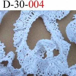 dentelle froncé crochet superbe en coton et avec  2 petits élastique en bordure  largeur 30 mm couleur blanc  vendue au mètre