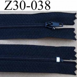 fermeture éclair  longueur 30 cm couleur noir non séparable zip nylon largeur 2,5 cm largeur du zip nylon 4 mm curseur en métal