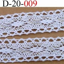 dentelle crochet ancienne 100 % coton blanc et doré  largeur 20 mm vendu au mètre