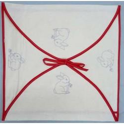 enveloppe coussin à broder toile écru coton motifs lapins biais rouge