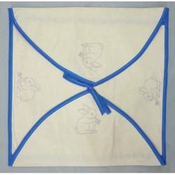 enveloppe coussin à broder toile écru coton motifs lapins biais bleu