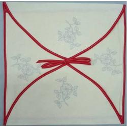 enveloppe coussin à broder toile écru coton motifs fleurs biais rouge