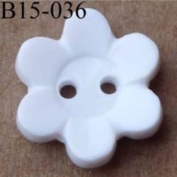 bouton 15 mm   couleur blanc motif fleur 2 trous diamètre 15 millimètres
