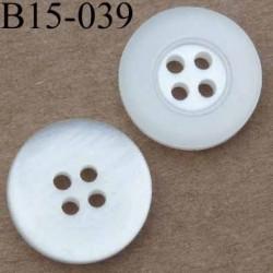 bouton 15 mm couleur blanc brillant strié au dos 4 trous diamètre 15 millimètres