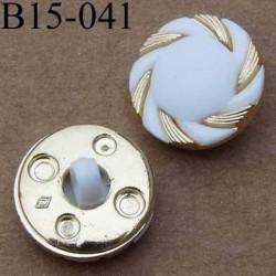 bouton 15 mm couleur blanc et doré accroche avec un anneau diamètre 15 millimètres