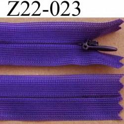 fermeture éclair invisible longueur 22 cm couleur violet  non séparable largeur 2.2 cm glissière zip nylon largeur 4 mm
