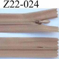 fermeture éclair invisible longueur 22 cm couleur beige marron clair non séparable largeur 2.2 cm glissière nylon largeur 4 mm