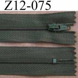 fermeture éclair longueur 12 cm largeur 2.5 cm couleur vert kaki non séparable glissière zip nylon largeur 4 mm .