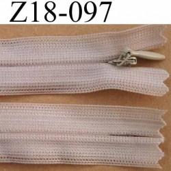 fermeture éclair invisible longueur 18 cm couleur beige non séparable largeur 2.2 cm glissière nylon largeur 4 mm
