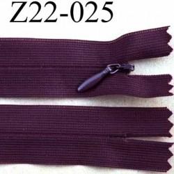 fermeture éclair invisible longueur 22 cm couleur prune non séparable largeur 2.2 cm glissière zip nylon largeur 4 mm