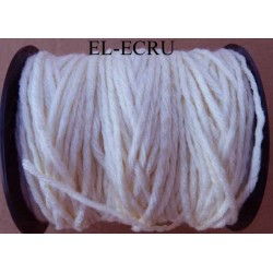 Echevette laine colbert couleur écru longueur de bobine 100 m soit 12 échevettes de 8 m canevas et tapisserie
