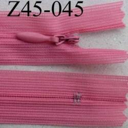 fermeture éclair invisible longueur 45 cm couleur rose non séparable largeur 2.2 cm glissière nylon largeur 4 mm