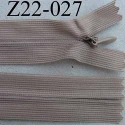 fermeture éclair invisible longueur 22 cm couleur beige non séparable largeur 2.5 cm glissière nylon largeur 4 mm