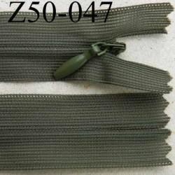 fermeture éclair invisible longueur 50 cm couleur vert kaki non séparable largeur 2.3 cm glissière nylon largeur 4 mm