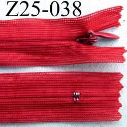 fermeture éclair invisible longueur 25 cm couleur rouge non séparable largeur 2.3 cm glissière nylon largeur 4 mm