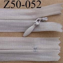 fermeture éclair invisible longueur 50 cm couleur beige non séparable largeur 2.2 cm glissière nylon largeur 4 mm