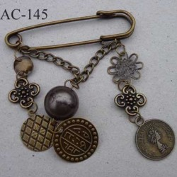 broche en métal montée sur épingle avec pendentifs monnaie ancienne largeur 6 cm