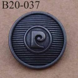 bouton 20 mm métal PIERRE CARDIN couleur patinée accroche avec un anneau au dos 20 millimètres
