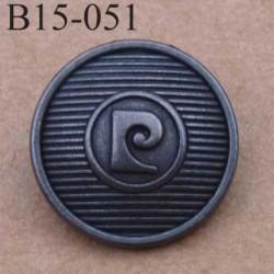 bouton 15 mm métal PIERRE CARDIN couleur patinée accroche avec un anneau au dos 15 millimètres