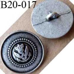 bouton 20 mm métal couleur argenté patiné insignes royauté au centre accroche un anneau diamètre 20 mm