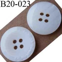 bouton 20 mm couleur blanc mat au centre blanc brillant en bordure 4 trous diamètre 20 mm