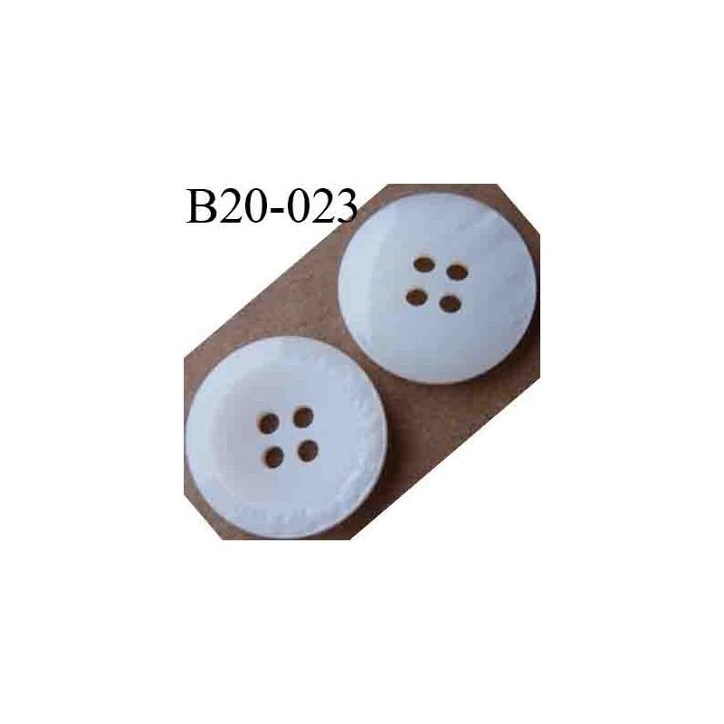 bouton 20 mm couleur blanc mat au centre blanc brillant en bordure 4 trous diam tre 20 mm. Black Bedroom Furniture Sets. Home Design Ideas