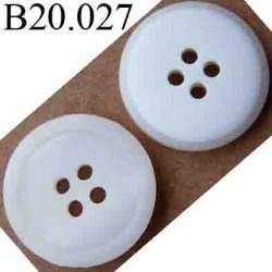 bouton 20 mm couleur blanc nacré devant et blanc mat derrière 4 trous diamètre 20 mm