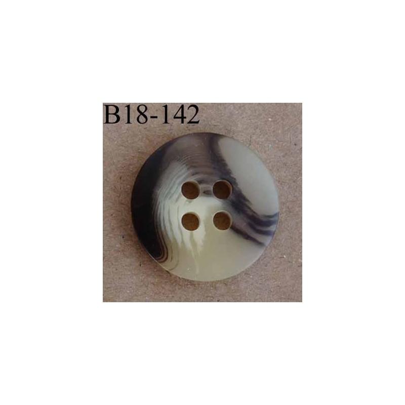 bouton 18 mm couleur beige marron marbr fonc 4 trous diam tre 18 mm mercerie extra. Black Bedroom Furniture Sets. Home Design Ideas