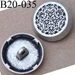 bouton 20 mm en métal couleur argenté patiné accroche avec un anneau diamètre 20 millimètres