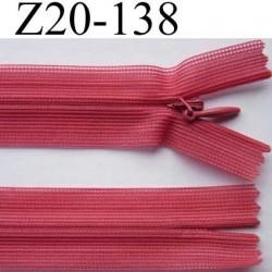fermeture éclair invisible longueur 20 cm couleur rose foncé non séparable largeur 2.3 cm glissière nylon largeur du zip 4 mm